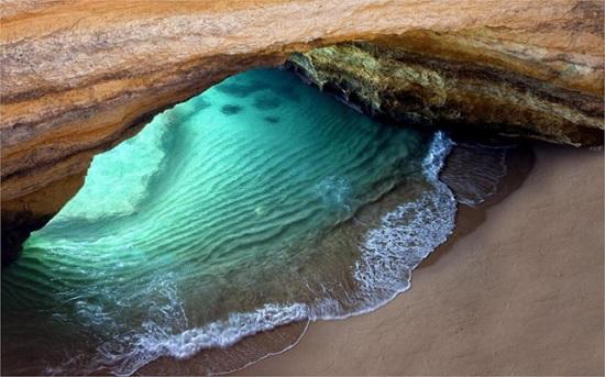 Пляж в скале Алгарве - морская жемчужина и гордость Португалии