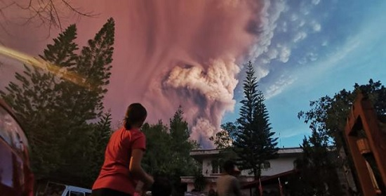 Путешественники отправляются на Филиппины, несмотря на извержение вулкана