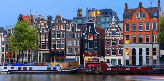 Борьба с туристами: в Амстердаме хотят запретить продажу каннабиса