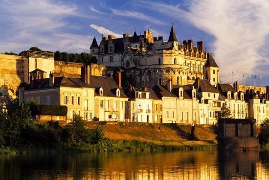Замок Амбуаз: прогулка вдоль Луары