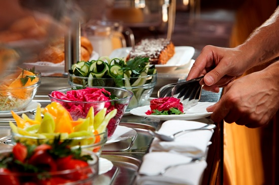 Турецкие отели могут отменить «шведский стол» и перейти на комплексные обеды уже этим летом