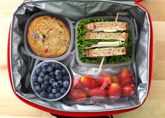 Какую еду и напитки лучше взять в самолёт, куда бы вы ни летели?