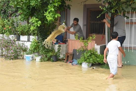 Популярный курорт Турции Измир - ушел под воду из-за шквала ливней