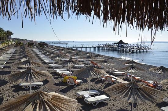 Ношение маски, запрет на курение, хождение босиком – какие ограничения ждут туристов на курортах Турции