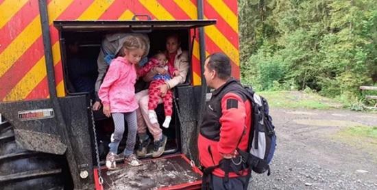 С Говерлы туристов с детьми эвакуировали украинские спасатели