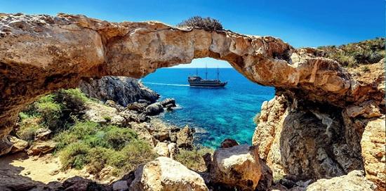 Отельеры Кипра обратились к властям обозначить дату восстановления авиасообщений с Россией и Англией