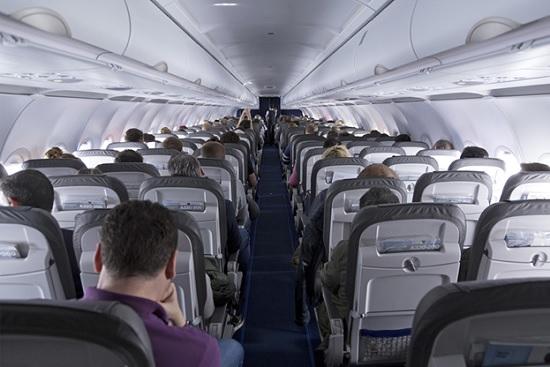 Медиками озвучен самый частый путь инфицирования ковидом в авиасалоне