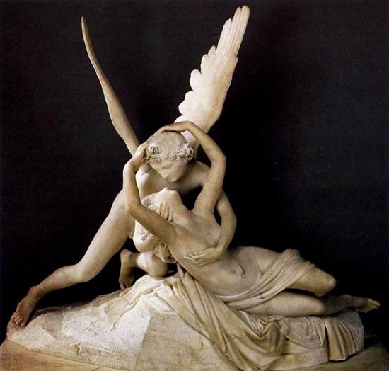 В Италии туристом во время селфи повреждена статуя Антонио Кановы