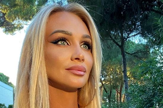 Лопырева радует своих поклонников сексуальными фото из Турции