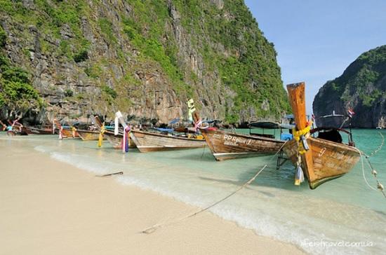 В Таиланде катастрофа – достопримечательность Пхи - Пхи обвалилась прямо в море