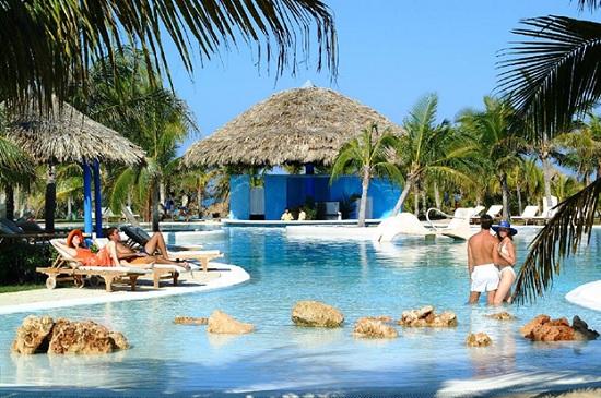 Куба открылась для туристов из России, не помешает ли монополия?