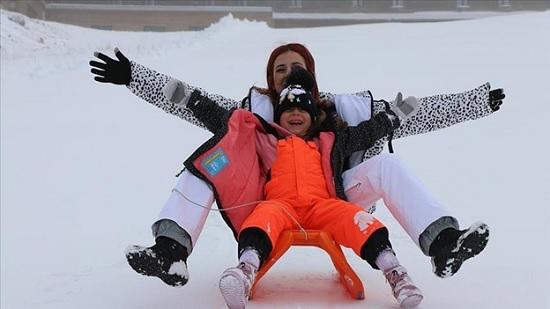 Заснеженная Карталкая центр горнолыжного туризма Турции - открыт для туристов на Новый Год