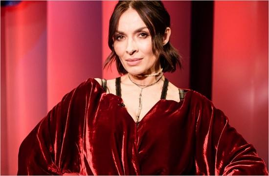 Фантастическая Надя Мейхер в соблазнительном наряде из красного бархата – это «Сила и Глубина...»