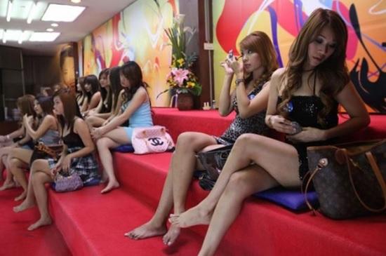 В Паттайе борьба с ковидом «прошлась» по массажным салонам и проституткам