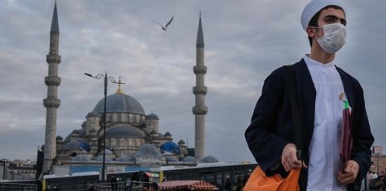 В Турции смягчат ограничения из-за COVID-19