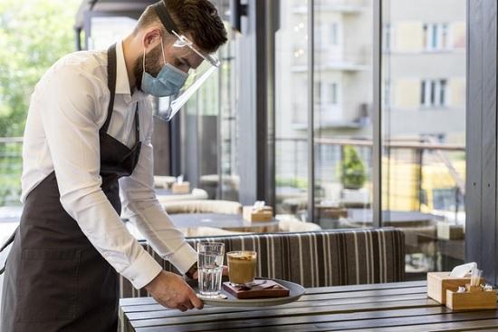 Официант ресторана при отеле в Сиде об отношении к русским гостям