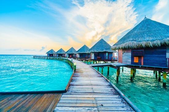 Из-за незнакомца супружескую пару задержали на Мальдивах на 14 дней, отказав в компенсации расходов