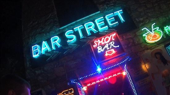 Главная улица Мармариса - эпицентр тусовок, дискотек и вечеринок
