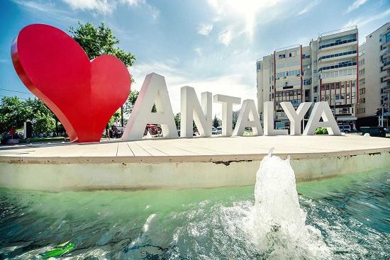 За выходные в Анталию прилетело 75 самолётов с туристами. Сезон открыт успешно