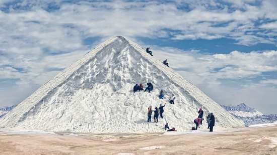 Огромные белоснежные сугробы становятся достопримечательностью Египта