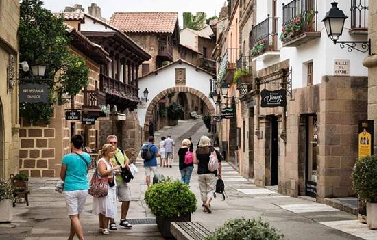 Жизнь и туризм в Испании – что важно знать отдыхающим и отъезжающим