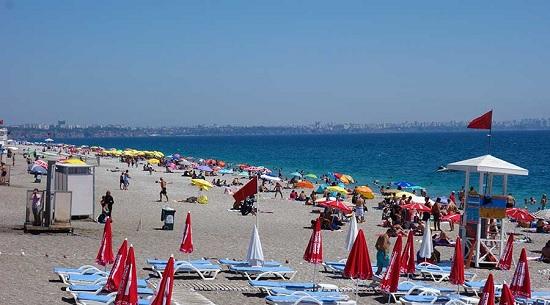 Анталия сегодня: летняя жара, заполненные пляжи, вокруг слышна русская речь