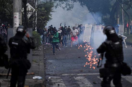 В колумбийские города введут войска из-за налоговой реформы