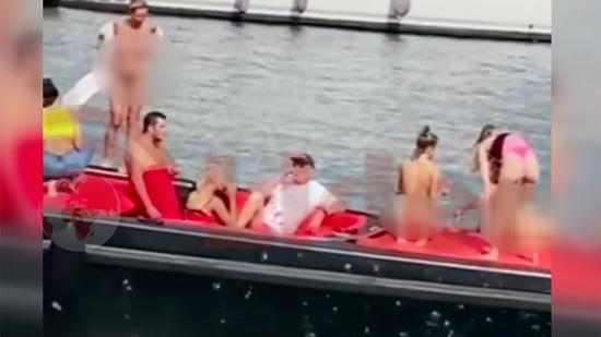 Ни дня без скандала: фото голых украинских туристок в Турции попали в сеть