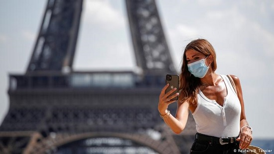 Во Франции будут принимать туристов по системе светофора