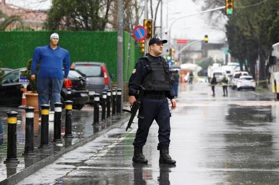 Локдаун закончился, рейды остались: полиция в Анталии продолжает портить отдых