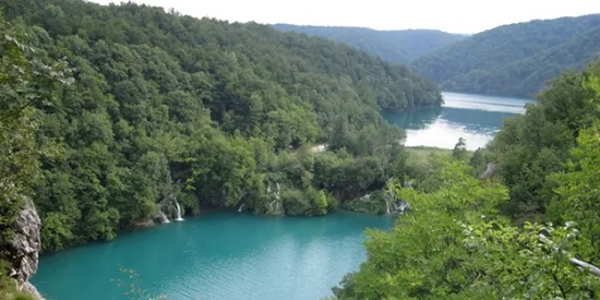 Почему стоит побывать на Плитвицких озёрах в Хорватии?
