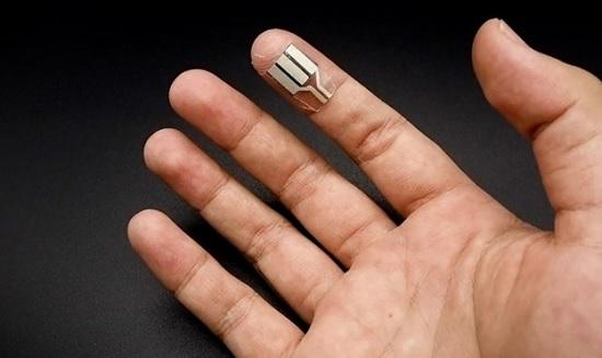 Миниатюрный пластырь-генератор, получающий питание от человеческого пота во время сна