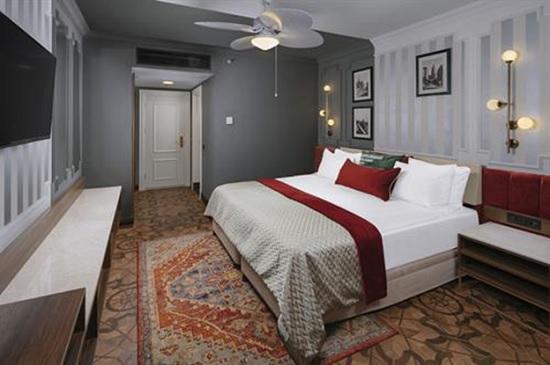 Почему туристы считают Hotels Kremlin Palace 5* одним из лучших в Турции?