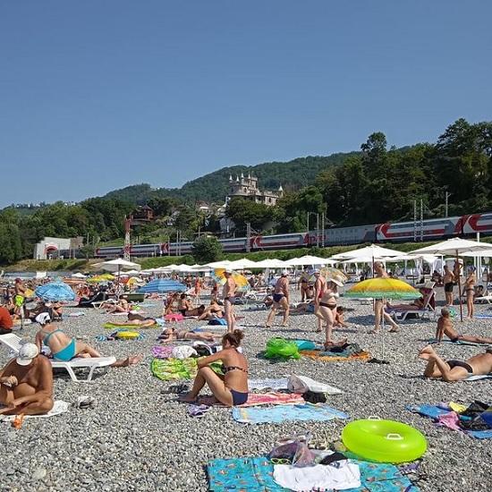 Отдыхающих в Сочи предупреждают об опасности, надвигающейся на курорт