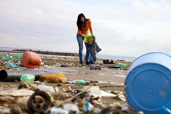 Анталия загрязняется мусором, и объедками: туристы начали возмущаться