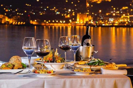 Турецкие торговцы и рестораторы пожаловались, что российские туристы мало покупают