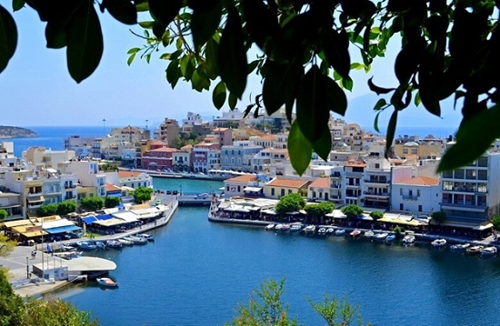 """Звездная парочка устроила """"разгром"""" во время вечеринки на острове Крит"""
