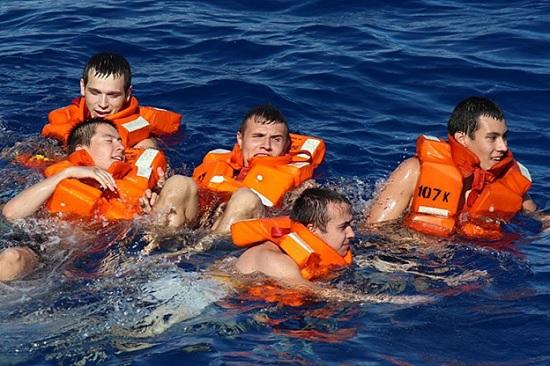 Стюардесса рассказала туристам, когда стоит одевать спасательный жилет