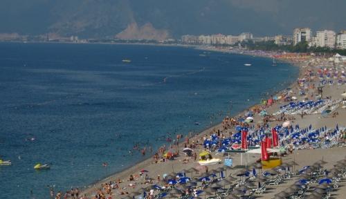 один из общественных пляжей анталии
