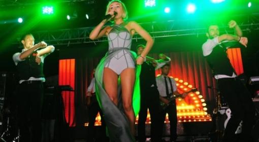 Полина Гагарина выступает в Nirvana Lagoon Villas Suites & Spa