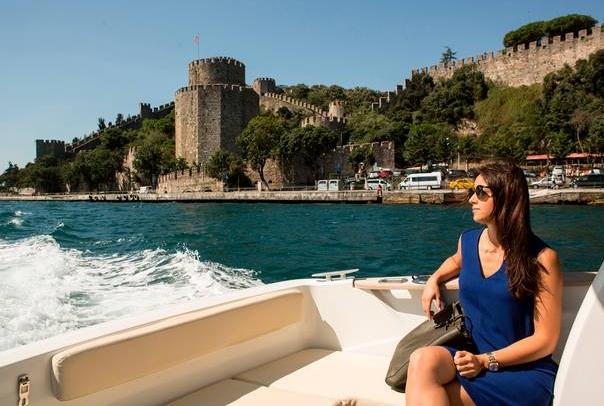 многие стамбульцы знакомятся на Босфорском проливе