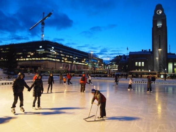 огромный каток в центре хельсинки