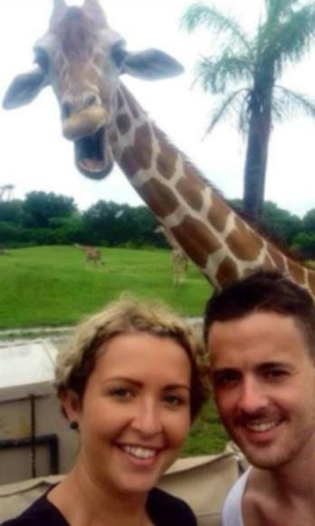 селфи со смеющимся жирафом