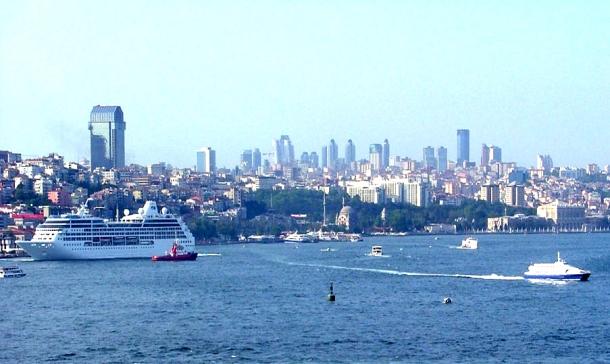 дома и дворцы Стамбула кажутся игрушечными