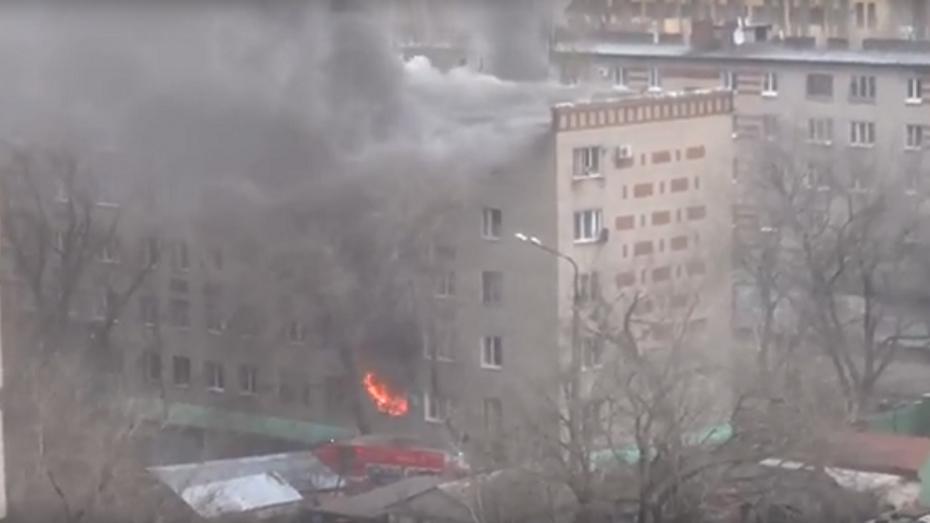 СК возбудил уголовное дело после гибели 2 человек при пожаре в пятиэтажке в Воронеже