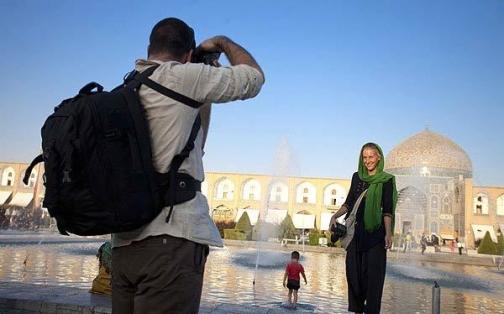 туристы в иранском исхафане