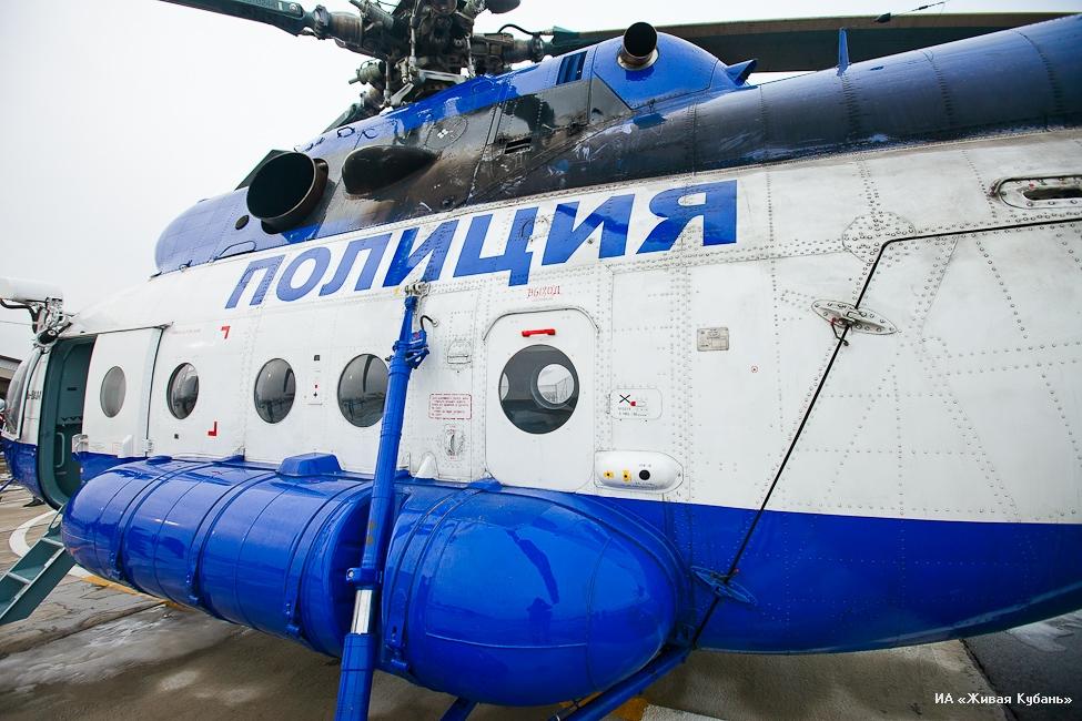 Полицейский вертолет совершил жесткую посадку под Сочи