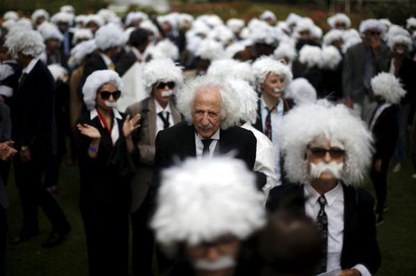 Альберт Энштейн флешмоб Лос-Анджелес Книга