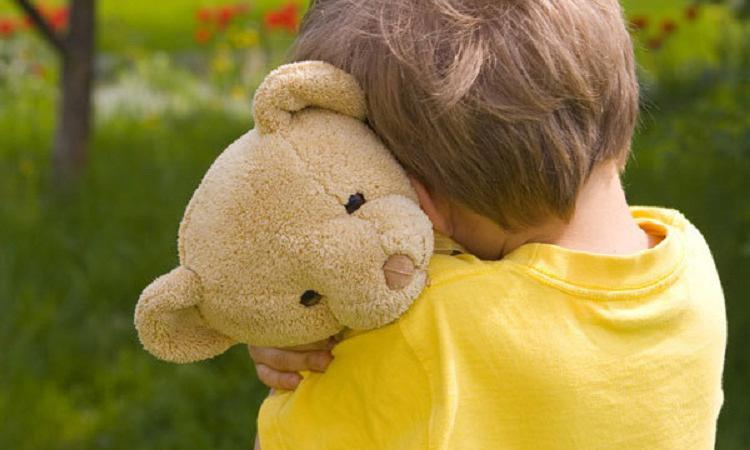 В Алапаевске по улицам бродил избитый четырехлетний мальчик