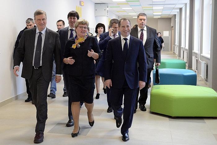 Полпред президента в ПФО Михаил Бабич побывал в новой школе в Урванцево и обсудил проблемы лесной сферы Кировской области